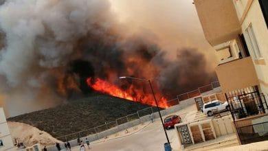 Photo of VIDEO: Fuerte incendio en pastizal amenaza viviendas
