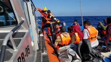 Photo of Rescatan a 15 personas a bordo de embarcación a la deriva