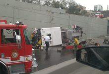Photo of Unidad de bomberos cae desde un puente