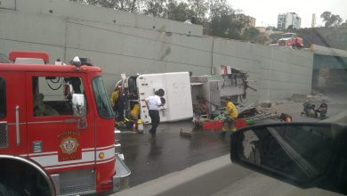 unidad-de-bomberos-cae-desde-un-puente