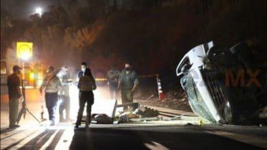 Photo of Accidente provoca volcadura; hay tres heridos  y un muerto