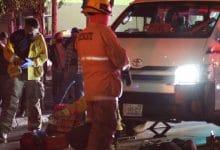 Photo of Taxi la atropella y queda debajo de la unidad