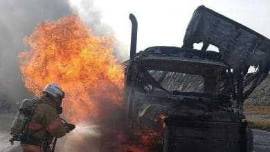trailer-se-incendia-en-plena-carretera