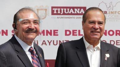 Arturo-González-cumple-con-pago-adelantado-de-aguinaldos-a empleados