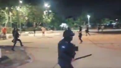 VIDEO-A balazos-policías-dispersan-marcha-feminista-hay-heridos