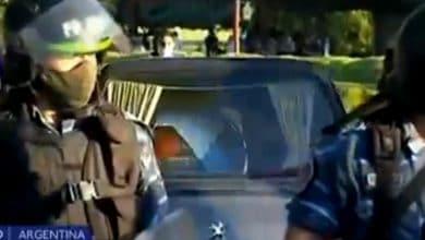 VIDEO-Disturbios-en-ingreso-a-cementerio-donde-enterrarán-a-Maradona