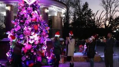 Zulema-Adams-enciende-árbol-navideño-en-Parque-Miguel-Hidalgo
