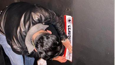 Jóvenes-entran-a-bar-por-refrigerador-falso-lo-clausuran