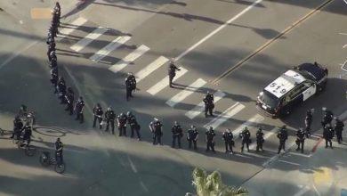 Manifestantes-pro-Trump-agreden-a-policías-de-San-Diego