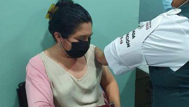 Inicia-vacunación-contra-Covid-19-a-maestros