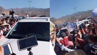 VIDEO-Entre-jaloneos-se-retira-AMLO-de-Tijuana