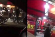 VIDEO-Reclama-mal-servicio-a-su-hijo-en-pizzería-le-dan-golpiza