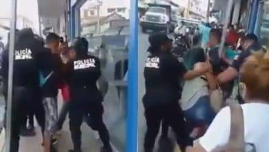 VIDEO-Policías-agreden-a-pareja-por-no-usar-cubrebocas-los-destituyen