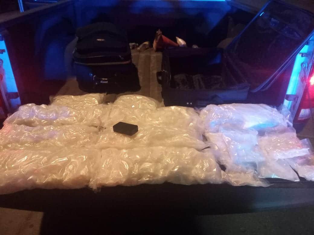 policias-municipales-encontraron-dos-maletas-con-droga