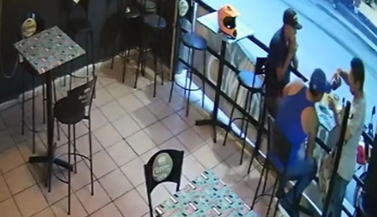 VIDEO-Sicarios-abren-fuego-contra-clientes-y-empleados-en-bar