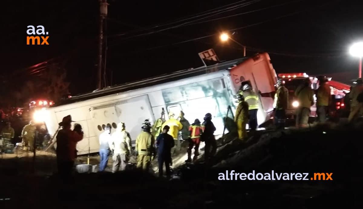 Vuelca-autobús-de-pasajeros-hay-muertos-y-heridos