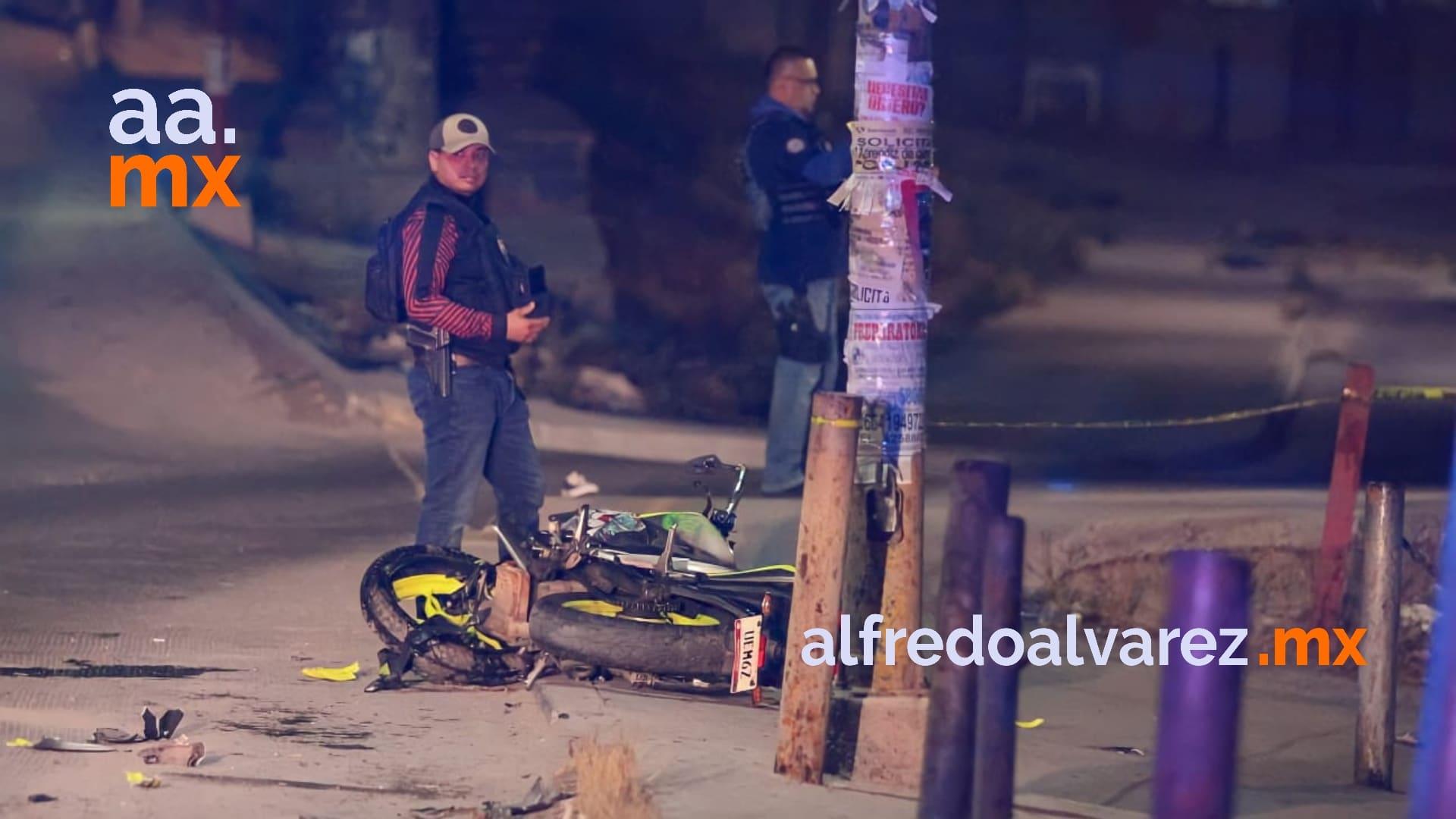 choca-motocicleta-muere-jovencita-conductor-grave