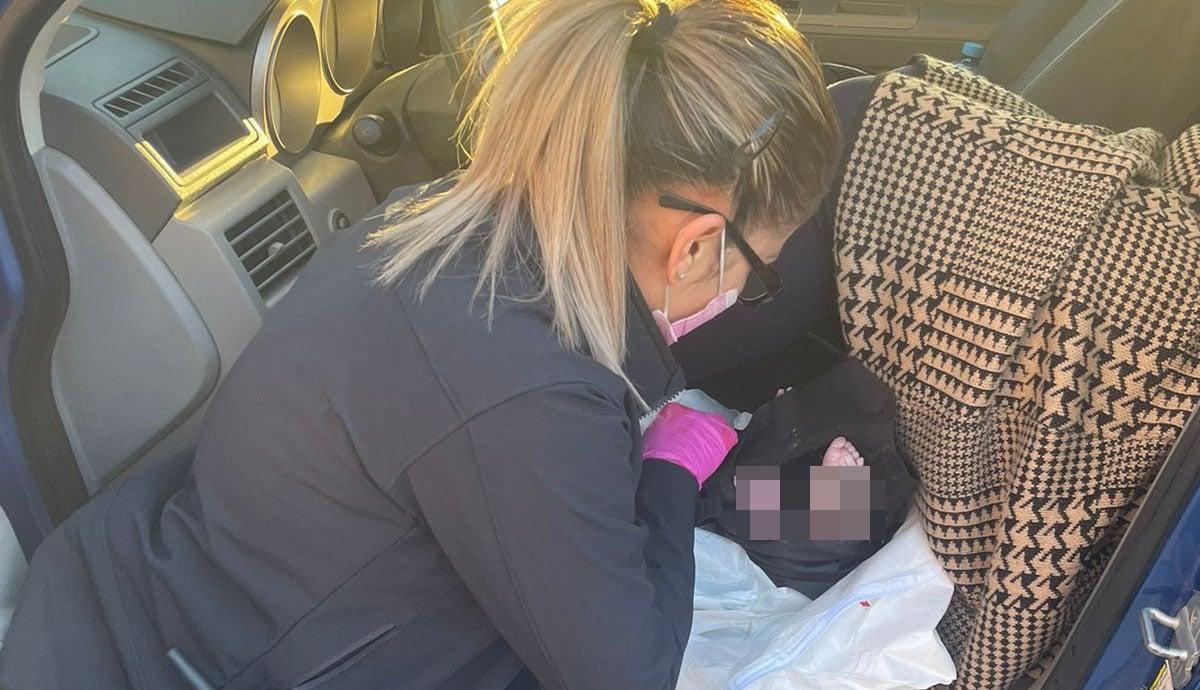 Policías-municipales-atienden-a-mujer-en-labor-de-parto