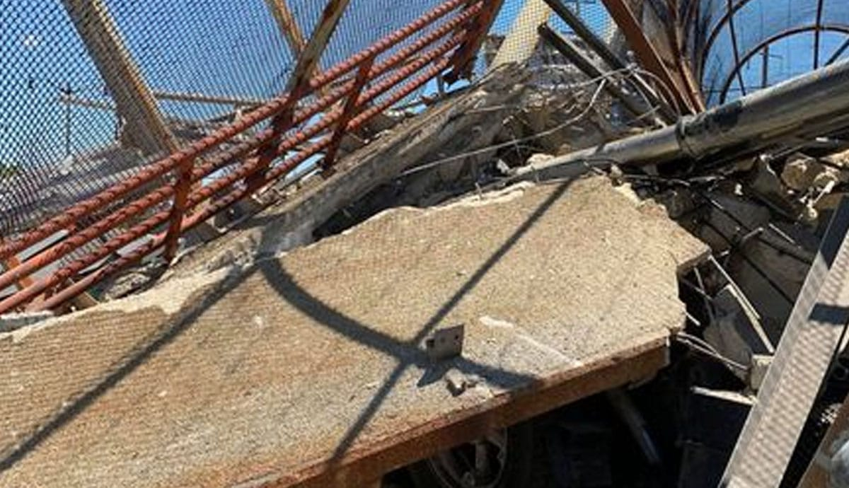VIDEO-Puente-peatonal-se-derrumba-sobre-carretera