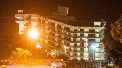 Derriban-resto-del-edificio-colapsado-en-Miami