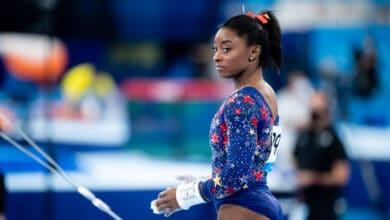 Simone-Biles-se-retira-de-la-competencia-por-equipos-en-Tokio