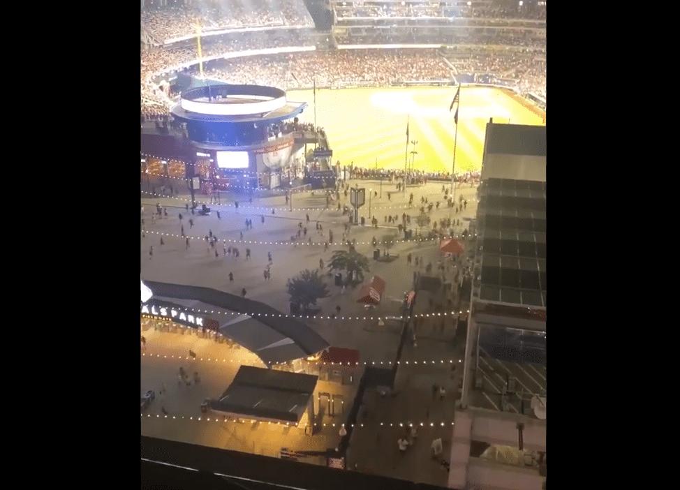 Suspenden-partido-de-beisbol-por-tiroteo-fuera-del-estadio