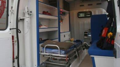 Pide-ayuda-a-ambulancia-y-sujetos-a-bordo-la-violan