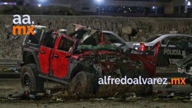 Conductor-de-Jeep-pierde-el-control-y-se-estrella-con-un-Mercedes