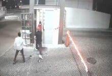 VIDEO-Jóvenes-ebrios-dan-golpiza-a-abuelito