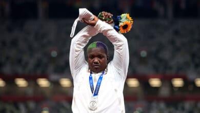 Significado-de-gesto-de-Saunders-en-podio-y-le-costaría-su-medalla