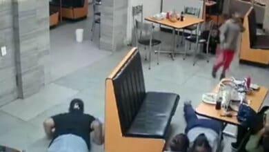 VIDEO:-Asaltantes-le-dan-machetazos-a-clientes-de-restaurante