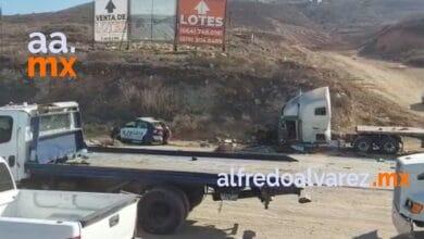 Trailer-embiste-seis-patrullas-que-atendian-un-accidente