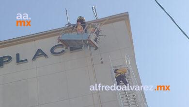 Trabajadores-quedan-atrapados-en-andamio-de-edificio