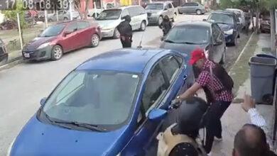 VIDEO-Sujetos-armados-roban-autos-para-escapar-tras-balacera
